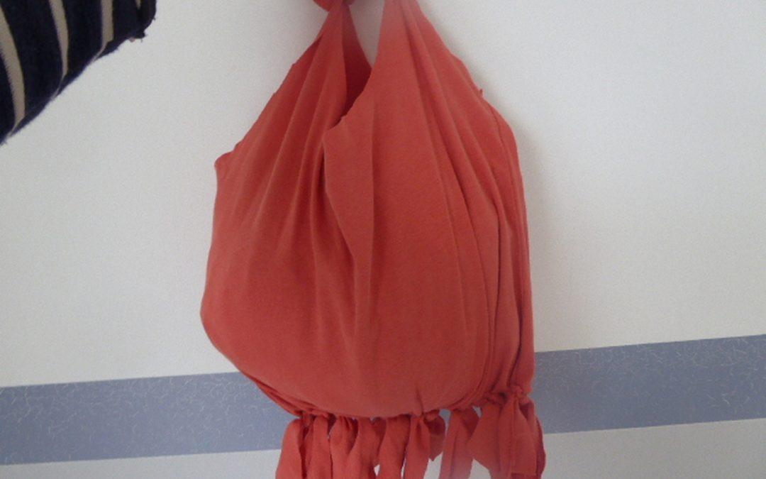 Faire un sac avec un tee-shirt sans couture.
