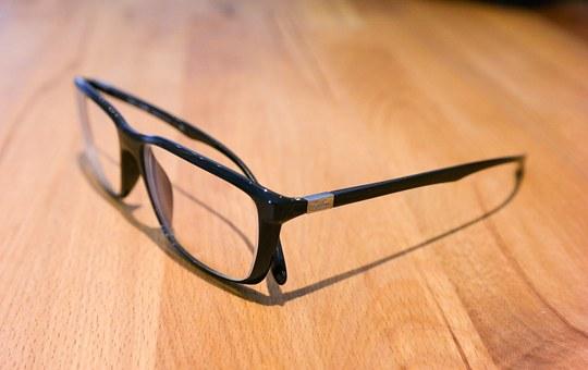 Ma démarche zéro déchet du jour : arrêter de porter des lentilles de contact et porter des lunettes.