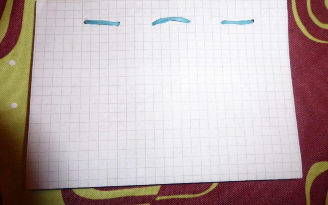 Faire un carnet ou cahier avec du papier à recycler.
