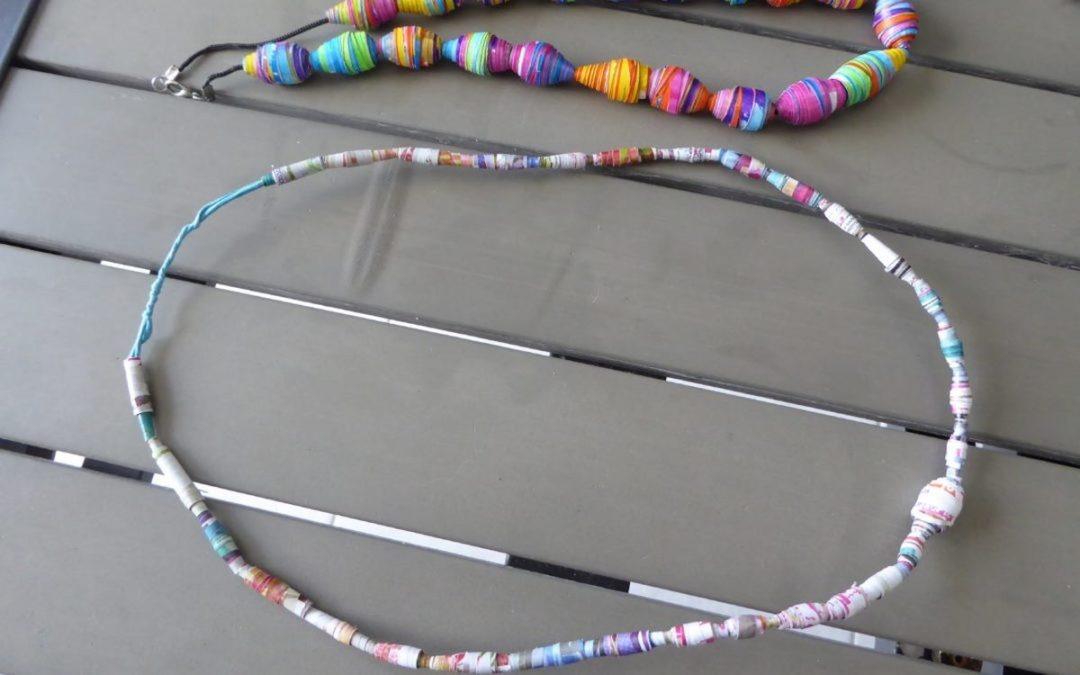 Mes deux premiers colliers en perles en papier.