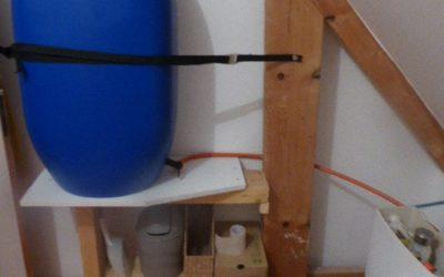Notre installation pour récupérer l'eau du bain des enfants pour les chasses d'eau